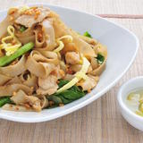 Stir Fried Flat Noodles w/ Chicken
